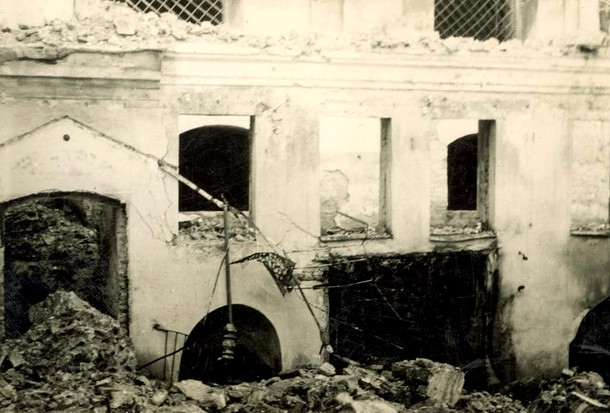 Ransacked interior of the Great Synagogue
