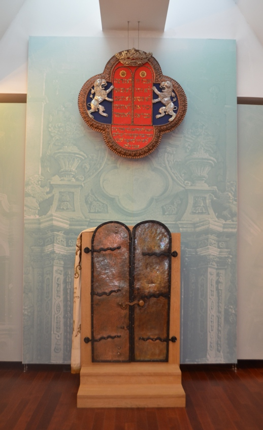 The doors and shield from the Aron Kodesh. Today preserved in the Vilna Gaon State Jewish Museum