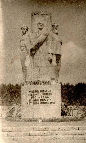Memorial to Fascist Victims at Pogulanka Forest - 1960